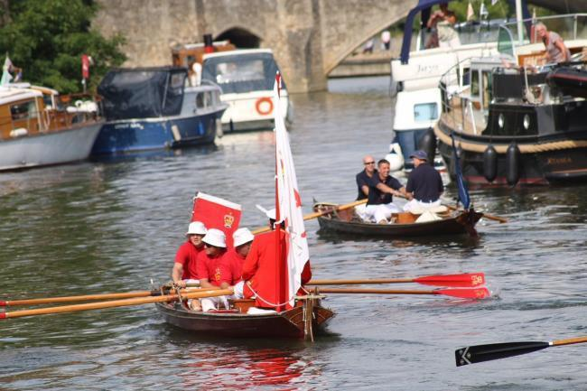 The Queen's Swan Marker David Barber and his team row up the Thames at Abingdon. All pictures by Oxford Mail Camera Club member Becca Collacott.