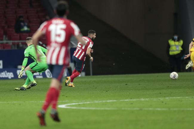 Yannick Carrasco made the most of a mistake from Barcelona goalkeeper Marc-Andre Ter Stegen at the Wanda Metropolitano Stadium