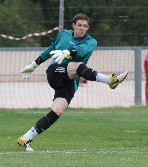 Banbury keeper Andy Kemp made a number of good saves inthe 2-1 win at Hitchin on Saturday