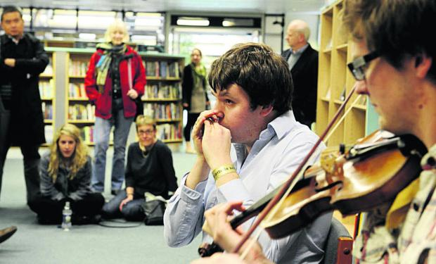 Banbury Cake: Folk singer Will Pound