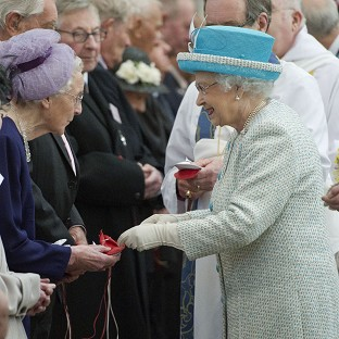Queen presents money to pensioners