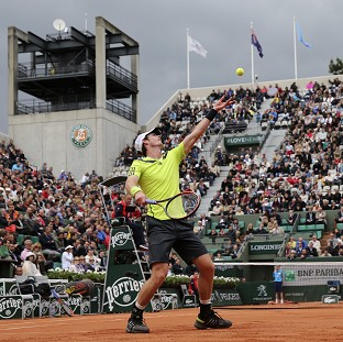 Murray eases through in Paris