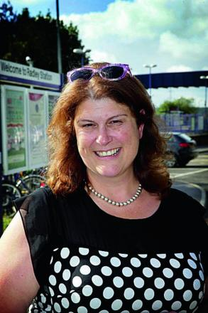 Estate agent Claire Moloney at Radley Rail Station     Picture: OX68636 Damian Halliwell