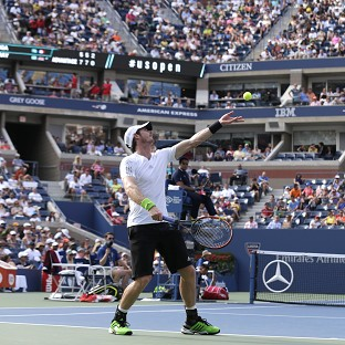 Murray sinks Tsonga