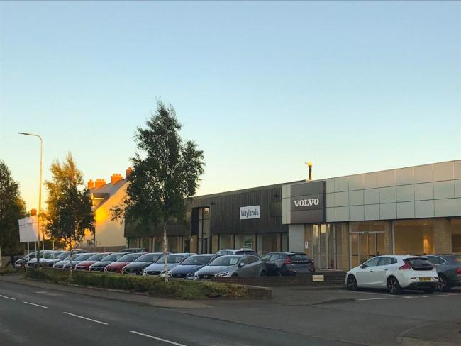 The new Waylands Volvo Oxford car dealership on Cumnor Hill.