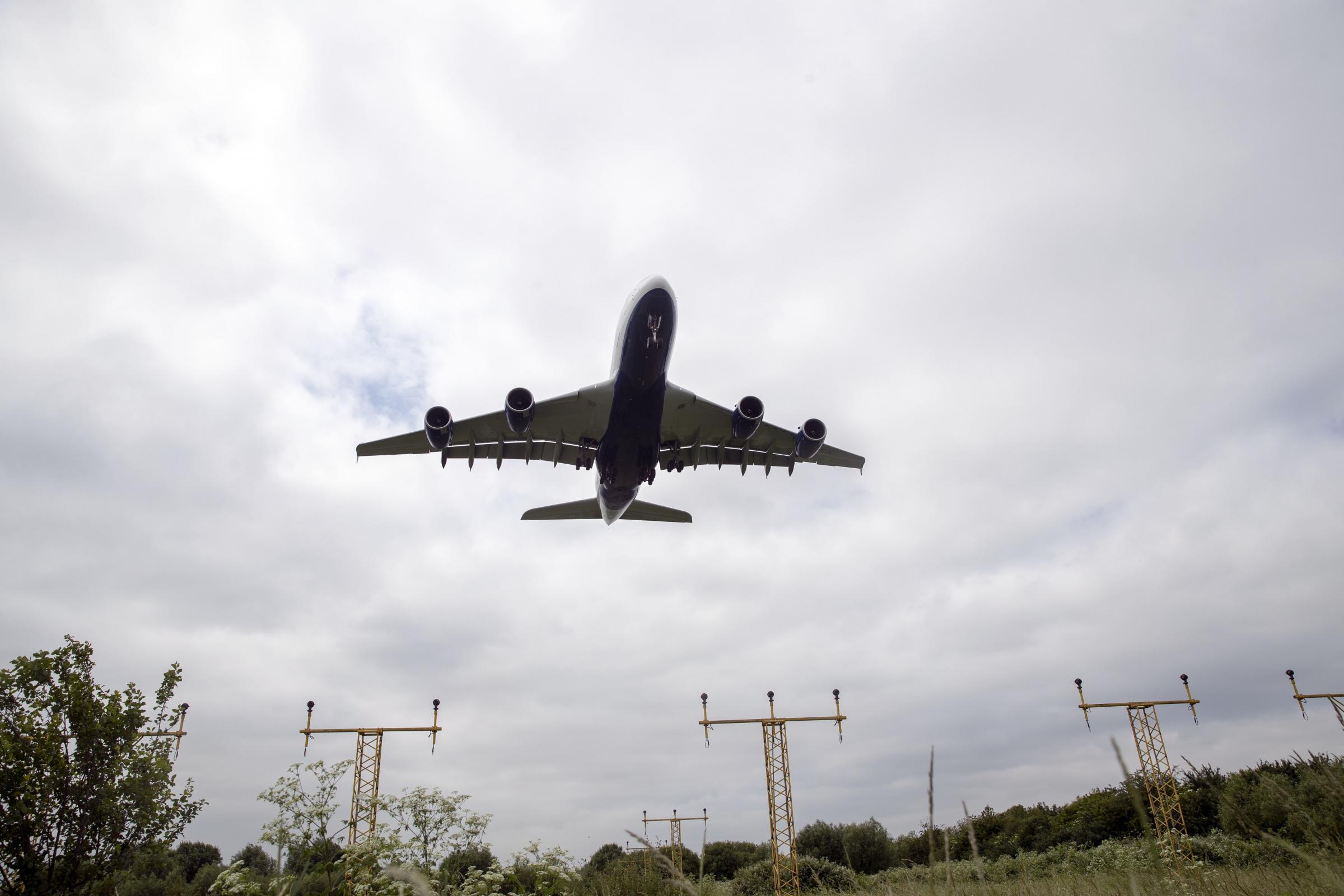 Warning for Heathrow passengers after runway lights problem