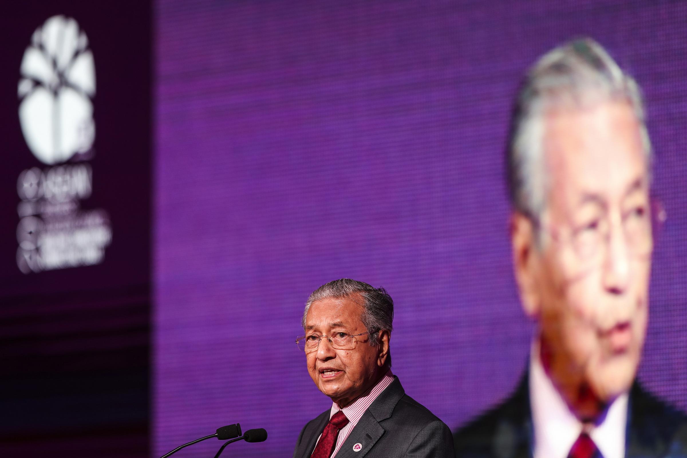 Malaysian PM slams Suu Kyi for handling of Rohingya crisis in Burma