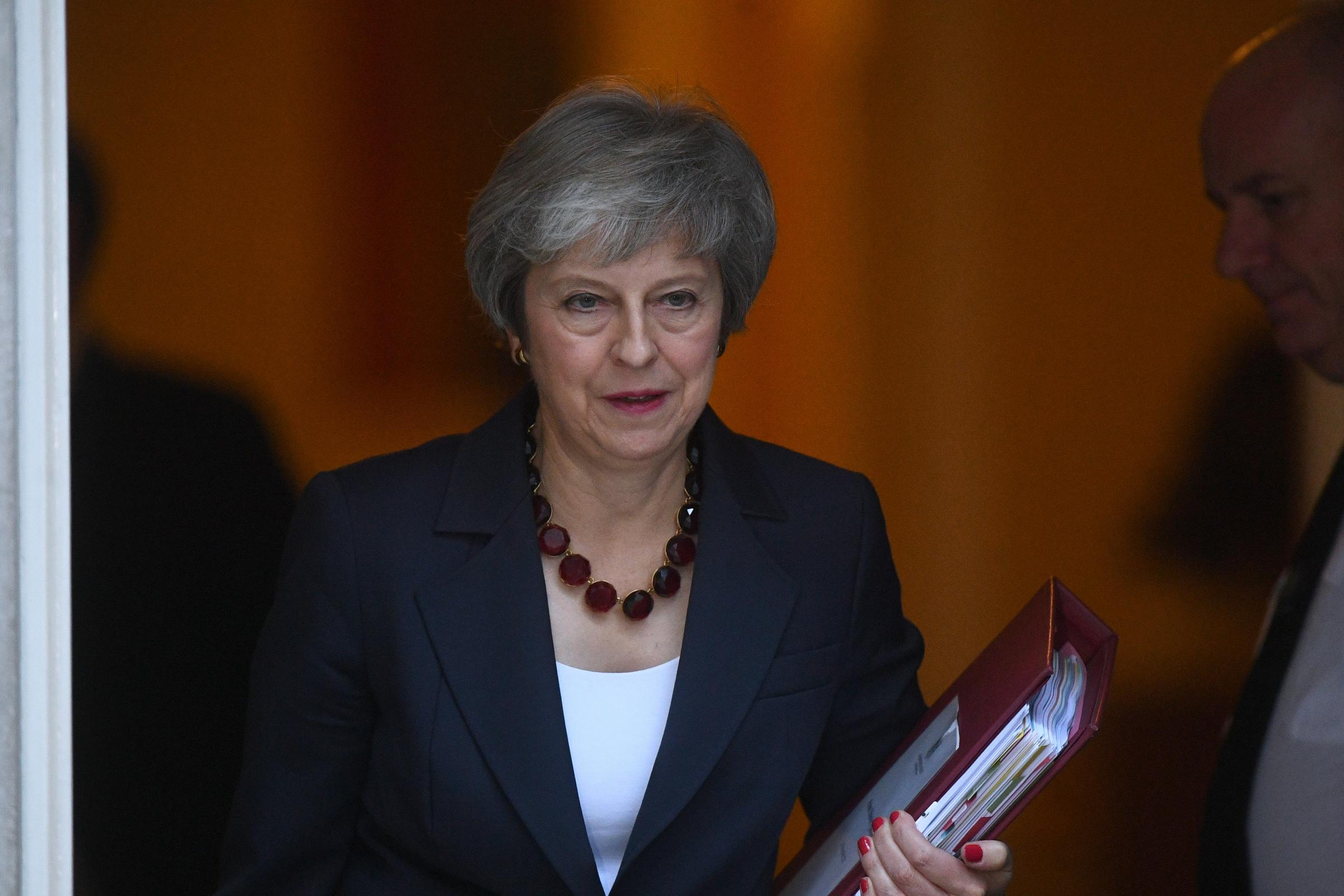 Theresa May fights to get marathon Cabinet meeting to back her Brexit plans