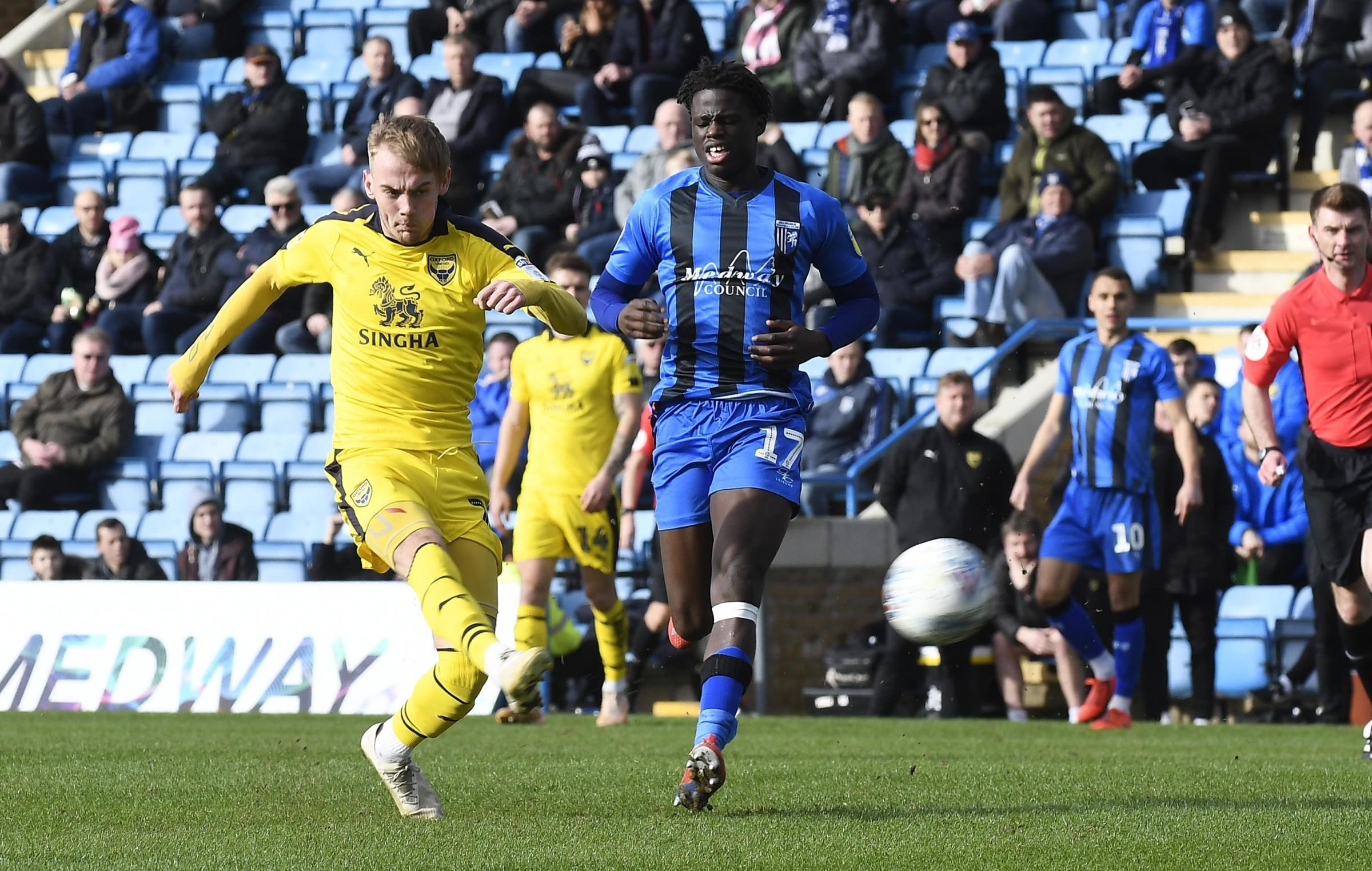 Mark Sykes goes for goal in Oxford United's 1-0 defeat at Gillingham on Saturday      Picture: David Fleming